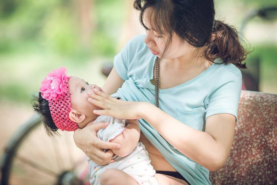 6 điều đừng bao giờ nói với phụ nữ đang nuôi con nhỏ