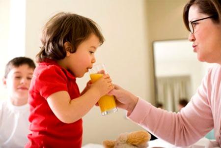chế độ dinh dưỡng  mùa hè cho bé