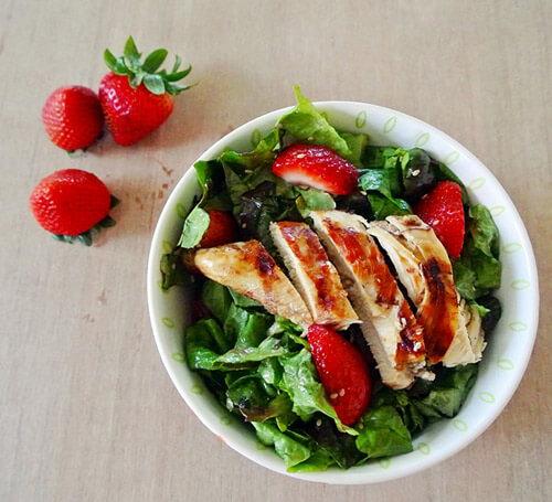 Thịt gà chứa nhiều protein, giúp tăng trưởng chiều cao