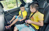 Không nên để trẻ một mình trong ô tô quá lâu