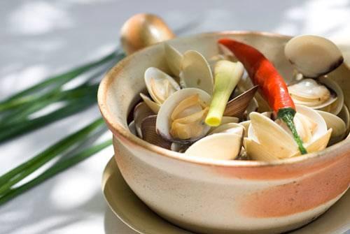 Món canh này có vị chua ngọt thanh mát và giàu canxi giúp bà bầu giảm nghén, đưa cơm.
