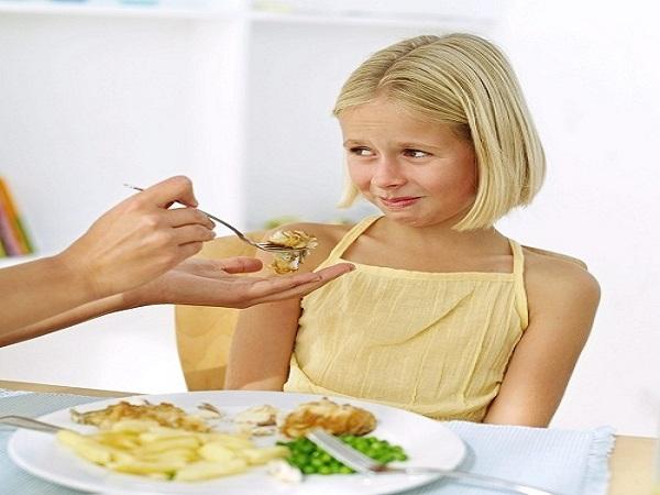 trẻ em có chứng kén ăn
