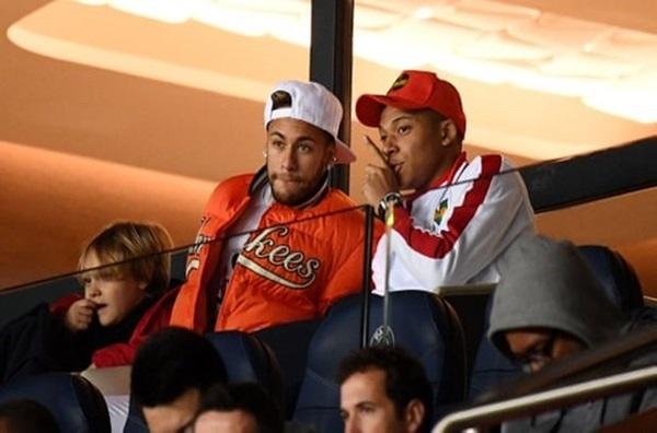 Neymar và Mbappe không thể góp mặt ở trận cầu nảy lửa của PSG với Liverpool vào rạng sáng thứ Tư tới.