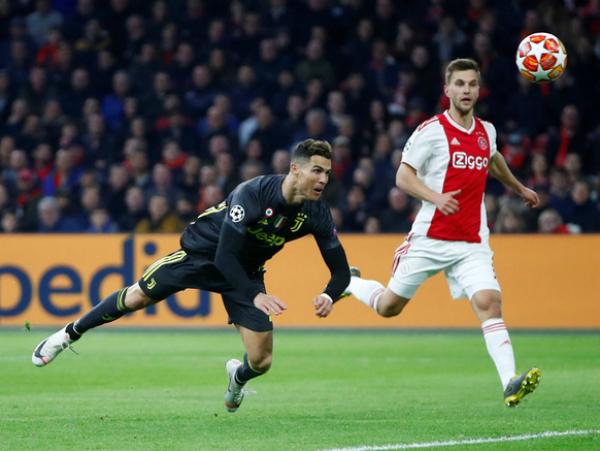 Ronaldo lập công giúp Juventus có lợi thế trên sân của Ajax