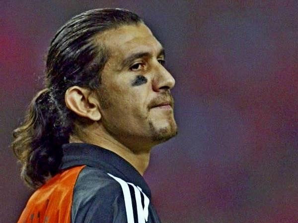 Bóng đá quốc tế tối 30/3: Cựu thủ môn Barca nhiễm COVID-19
