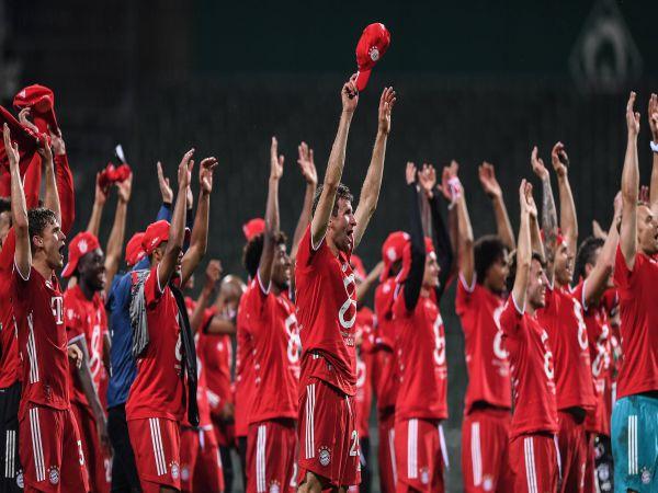 Bayern lập kỷ lục trong ngày đăng quang